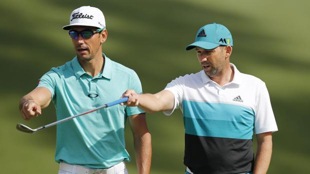 Cabrera y García, durante una ronda de práctica en Augusta