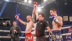 Carlos Coello gana un combate