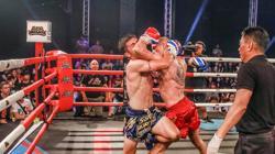 Carlos Coello golpea a un rival
