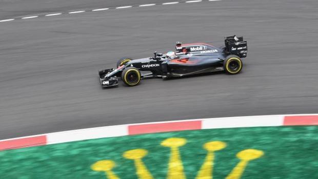 Alonso reclama lluvia para la carrera