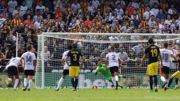 Valencia-Atlético:  Diego Alves, el ogro «parapenaltis»