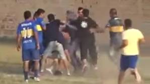 Linchan a un árbitro y un Policía en mitad de un partido