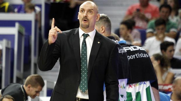 El entrenador del Real Betis Energía Plus, durante la reciente victoria ante el Movistar Estudiantes
