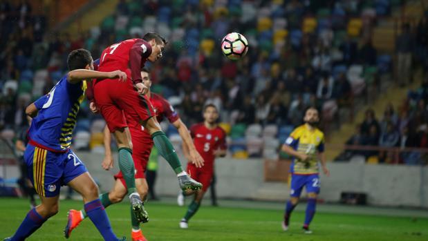 Cristiano Ronaldo, en el minuto cuatro, marcaba de cabeza su segundo gol