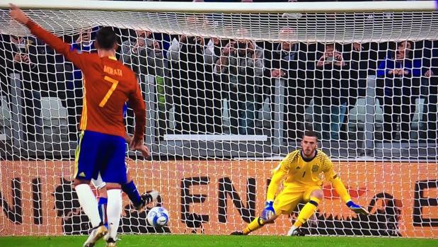 La señal de Morata a De Gea que pudo evitar el gol de De Rossi