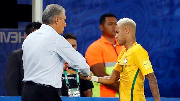 Neymar abandona el Brasil-Bolivia tras un codazo la pasada madrugada