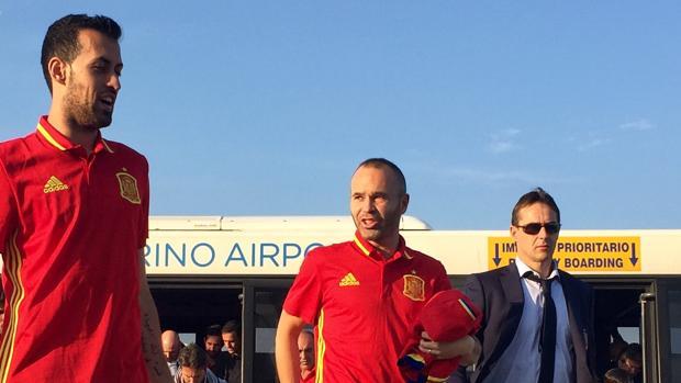 La selección, a su llegada a Albania