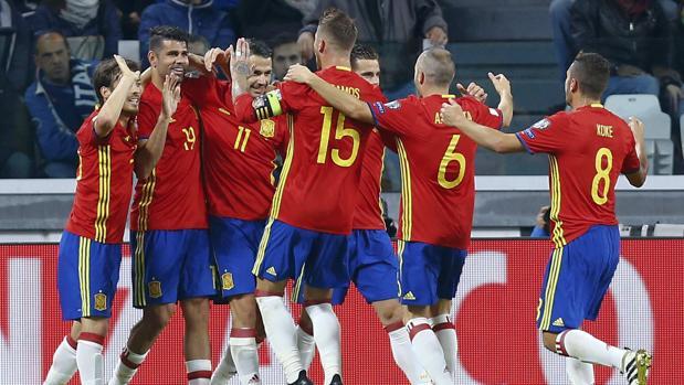 Los jugadores de la selección celebran el gol ante Italia
