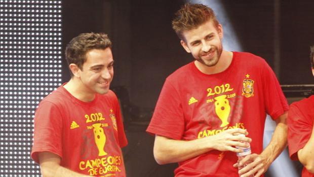 Xavi: «Cualquiera diría que Piqué se ha arrancado el escudo del pecho»
