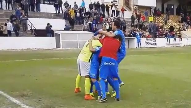 Los jugadores del Formentera se abrazan tras el pase a los dieciseisavos de la Copa del Rey