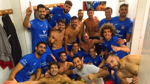 Los jugadores del Formentera, tras eliminar al Tudelano