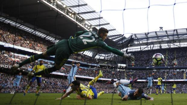 Manchester City-Everton:  Un gran Stekelenburg frena al City de Guardiola