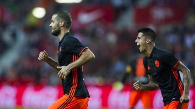 Suárez le saca una sonrisa al Valencia de Prandelli
