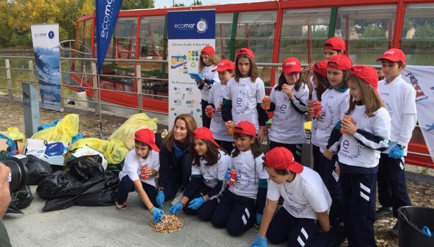 Ecomar y Coca-Cola llevan la iniciativa de limpieza de costas al Canal de Castilla