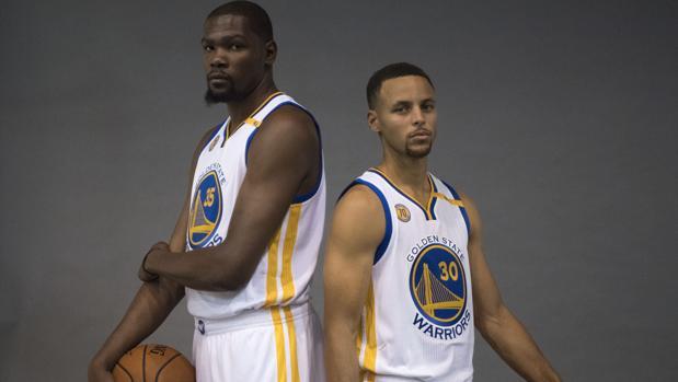 La encuesta que ha enfadado a Curry y Durant
