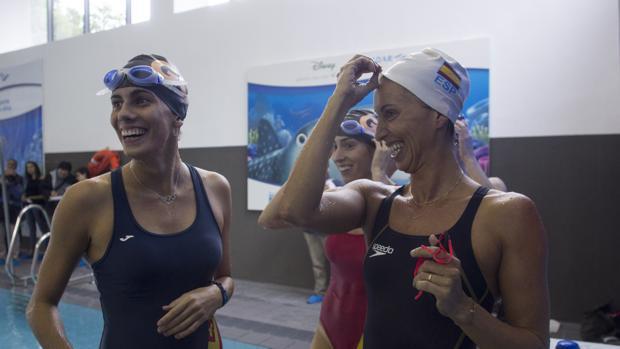 Lourdes Mohedano y Gemma Mengual, tras nadar sus largos solidarios