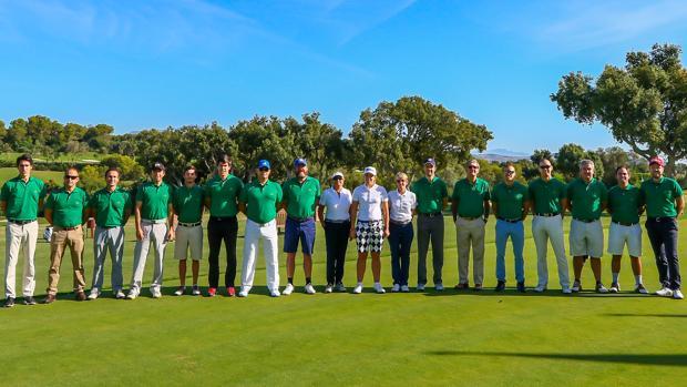 Foto de grupo de los finalistas del torneo