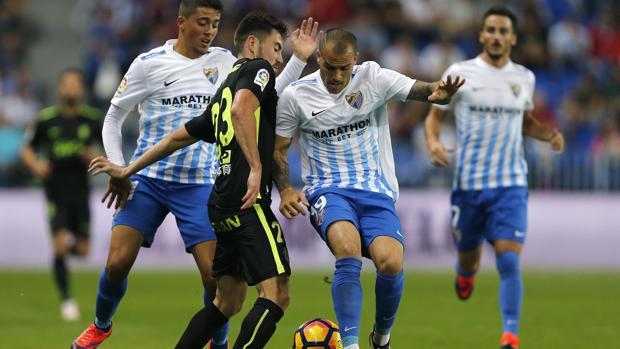 El Málaga remonta ante el Sporting y logra una victoria agónica