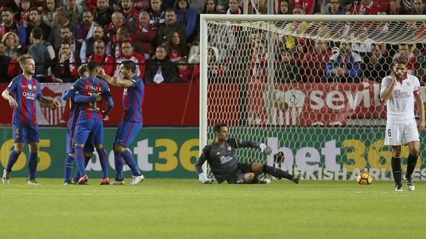 Sevilla-Barcelona:  Messi enciende la luz del Barça