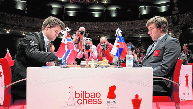 Magnus Carlsen y Sergey Karjakin, el pasado mes de julio, en Bilbao