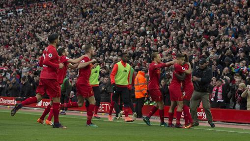 Los jugadores del Liverpool celebran uno de los goles al Watford