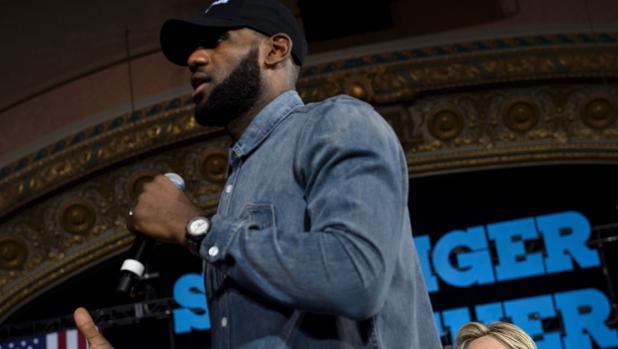 Las estrellas de la NBA explotan contra Donald Trump