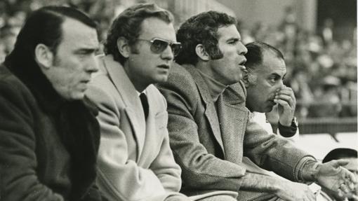 Luis Aragonés en el banquillo del Atlético