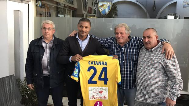 Presentación de Catanha con el Dos Hermanas-San Andrés malagueño, club de Tercera