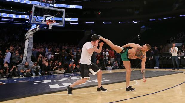 McGregor se pasa al baloncesto por un día