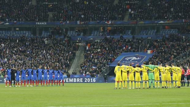 Francia y Suecia guardan un minuto de silencio