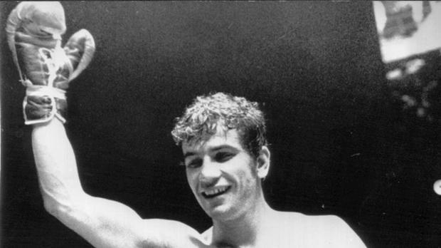 Perico Fernández, en abril de 1975, cuando retuvo el título de campeón contra Joao Enrique
