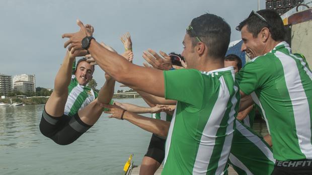 El Betis gana al Sevilla en la 50 edición de la clásica Regata del Guadalquivir