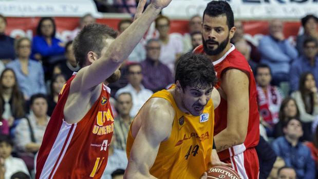 Un Barça coral gana con autoridad en Murcia
