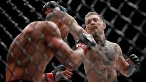 McGregor bate a Álvarez y hace historia