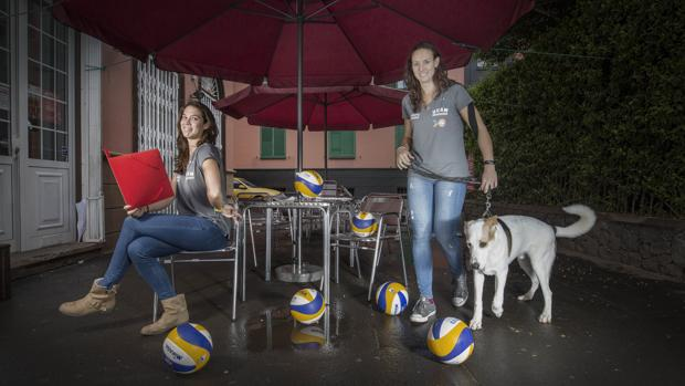 Elsa Baquerizo y Lili Fernández posan para ABC