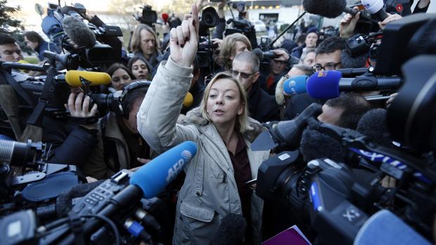 Sabine Kehm, ante la prensa