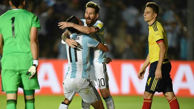 Messi y Di María celebrando un tanto de la albiceleste