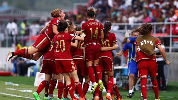La selección española celebra el gol ante Japón