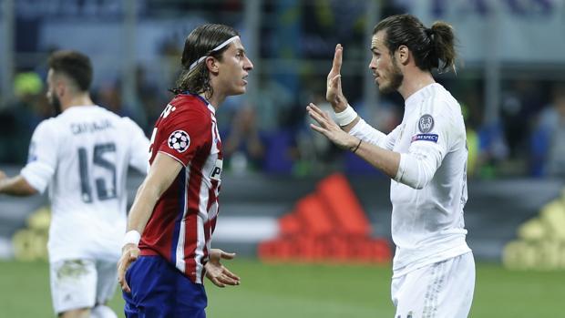 Filipe Luis y Bale discuten durante la última final de Champions