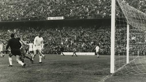 El gol de Cardona, primero en un derbi jugado en el Calderón
