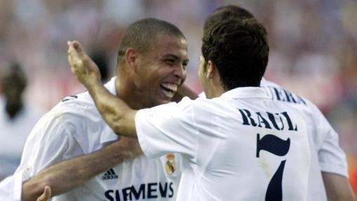 Ronaldo, felicitado por Raúl