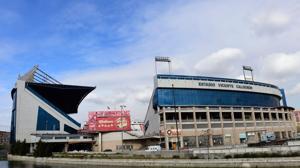 Un Madrid estelar sale más líder del Calderón