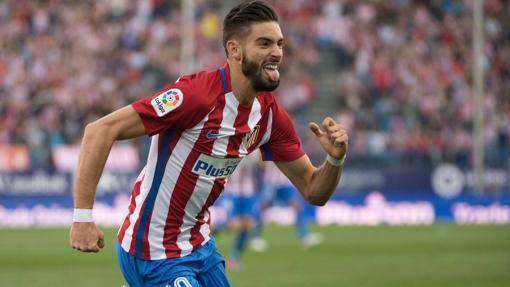 Carrasco celebra un gol con el Atlético