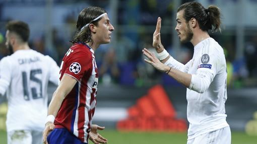 Filipe Luis y Bale en la final de Milán