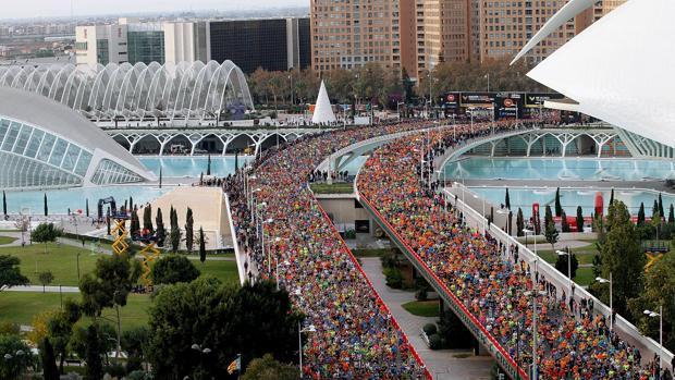 El maratón, a su paso por la Ciudad de las artes y las ciencias