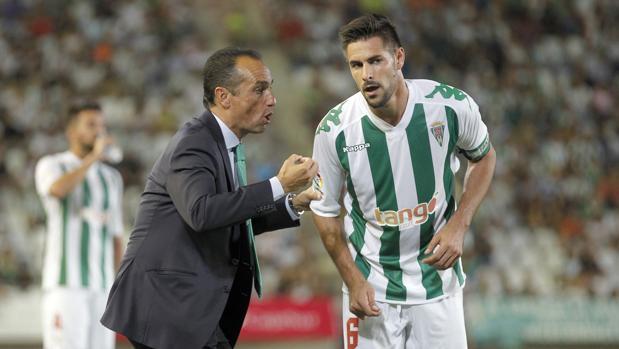 Luso recibe instrucciones de José Luis Oltra
