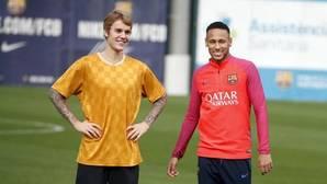 Justin Bieber, uno más en el entrenamiento del Barcelona