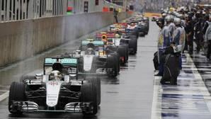 Ecclestone lanza la idea de dos carreras de cuarenta minutos