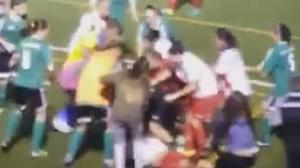 Multitudinaria pelea entre jugadoras durante un partido de fútbol femenino en Canarias