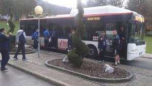 A jugar un partido de «Champions» en un bus urbano